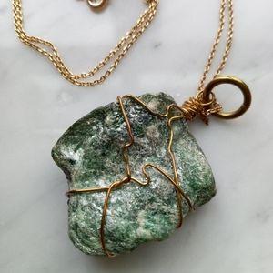 🌼 Green stone pendant necklace